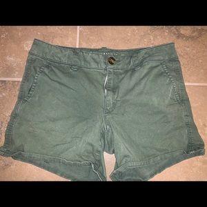 AMERICAN EAGLE Midi Stretch Shorts